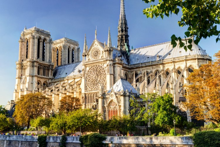 Gas Tanks and Arabic Documents Found in Car by Paris' Notre Dame Cathedral