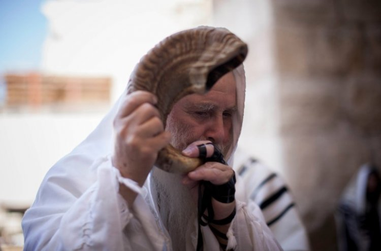 10 Things to Know About the Days Between Rosh Hashanah and Yom Kippur