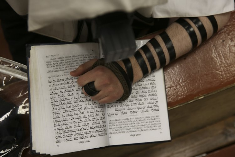 Do We Wear Tefillin on Purim?