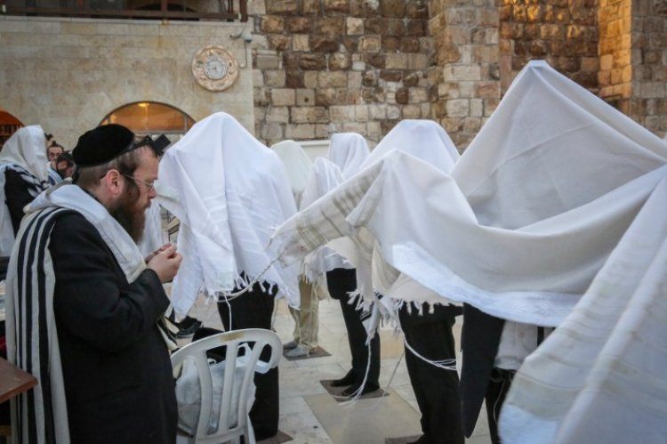 Birkat Kohanim  at Kotel  /Flash 90