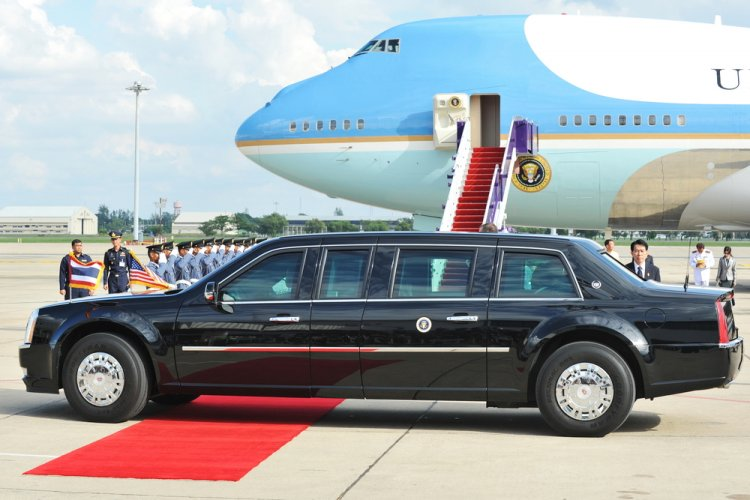 Illustration/ Air Force One and Presidential limo in Thailand / Shutterstock