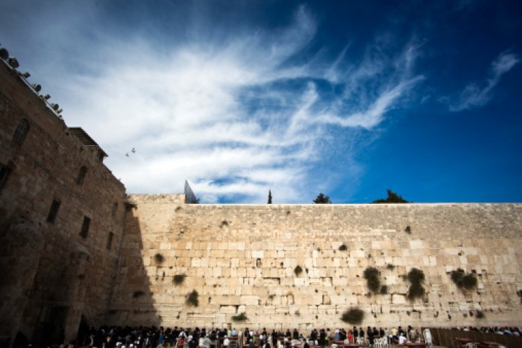 Rare Footage: The Western Wall a Century Ago on Tisha B'av