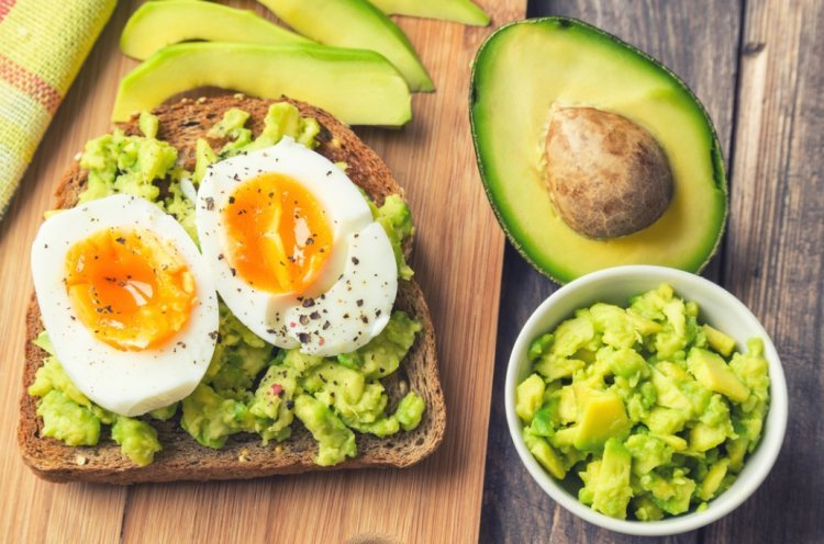 Keep your Brain Young by Eating Eggs, Spinach and Avocado