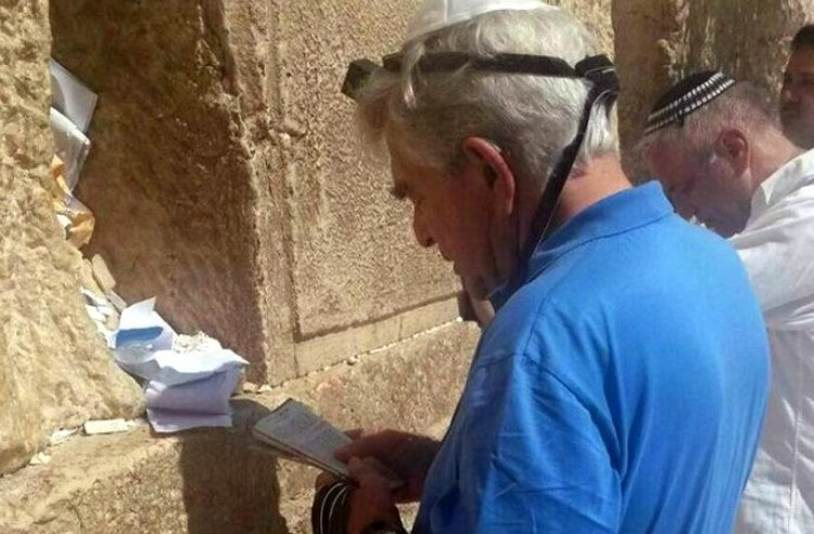 Designer Ralph Lauren at Western Wall Wearing Tefillin?