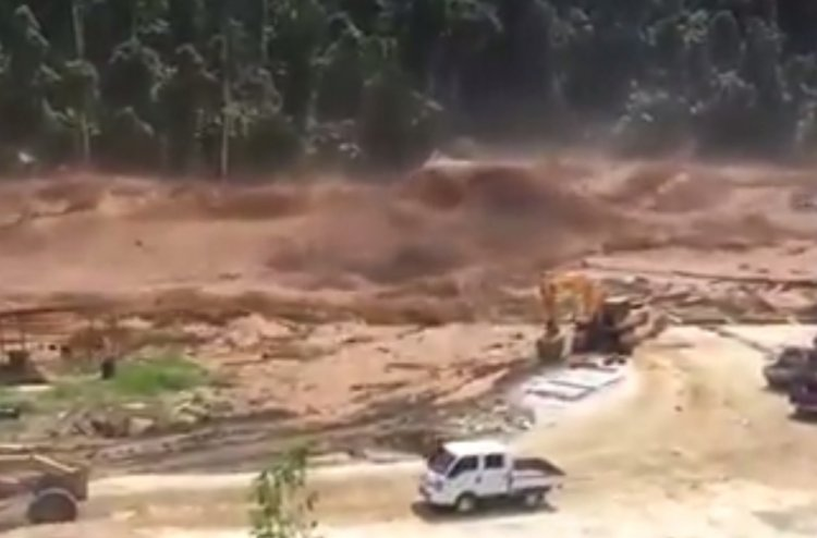 Watch: Incredible Flash Flood