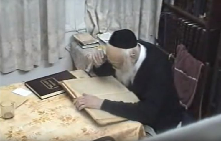 Watch: Rare Footage of the Great Sage Rabbi Elyashiv Learning Torah