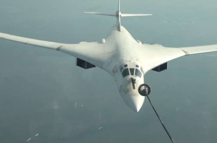 Watch: Russian Bomber Refueling in Mid-Air – Amazing Footage