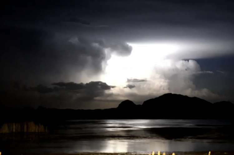 Spectacular Lightning Storm Lights Up Australian Skies – Watch