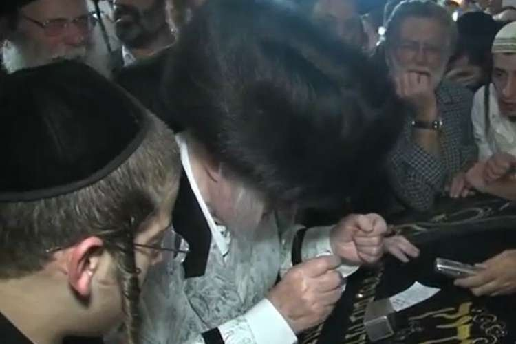 Watch: The Kaliver Rebbe Ztl Reciting Shema at The Tomb of Yosef