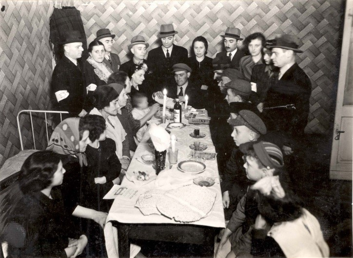 Passover Seder organized by refugee aid committee, 6 Leszno St. Warsaw Ghetto