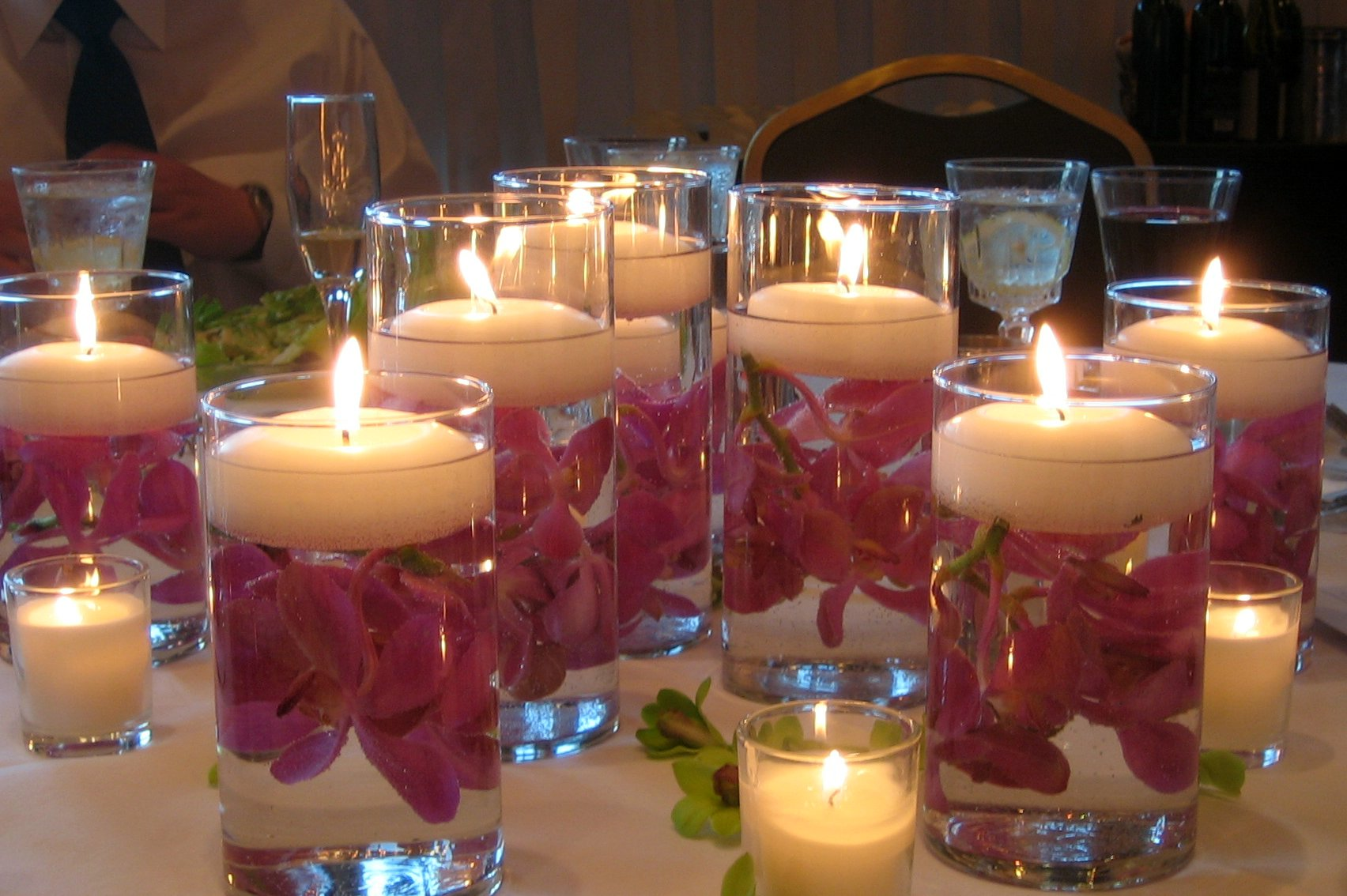 Gallery: Ideas for Decorating your Table with Floating Candles