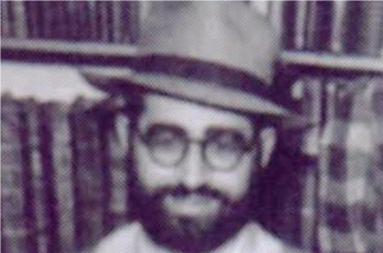 Listen to Rabbi Ovadia Yosef Ztl Sing in his Youth